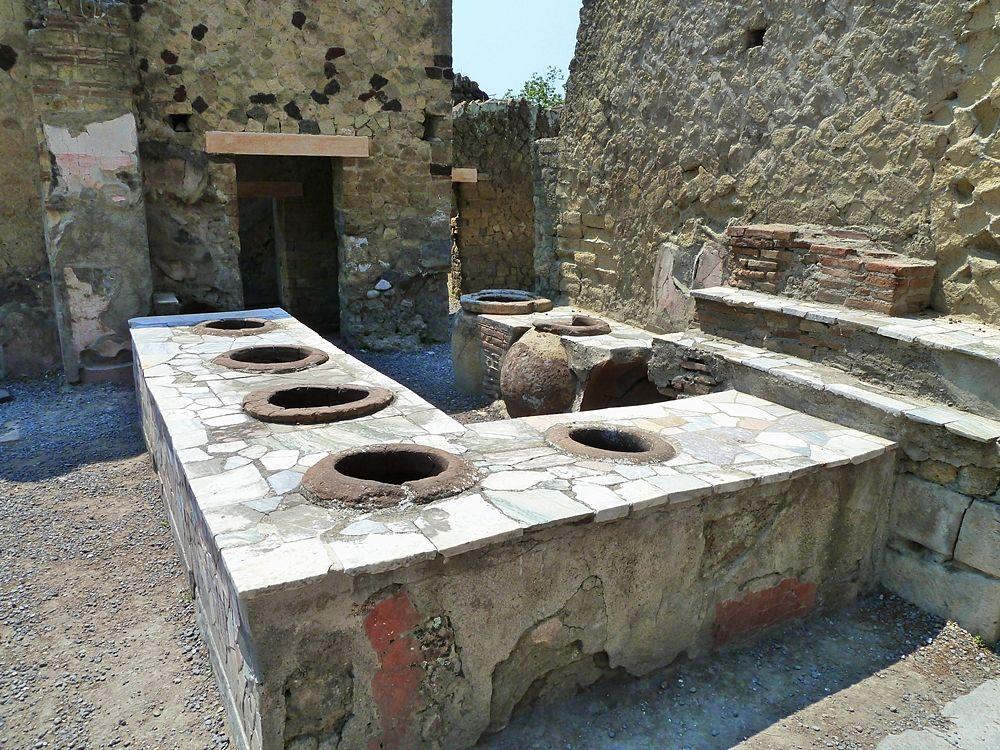 Campania - Thermopolium, Scavi di Ercolano (Napoli), I sec. d.C. - Ph.  Dave & Margie Hill | CCBY-SA2.0