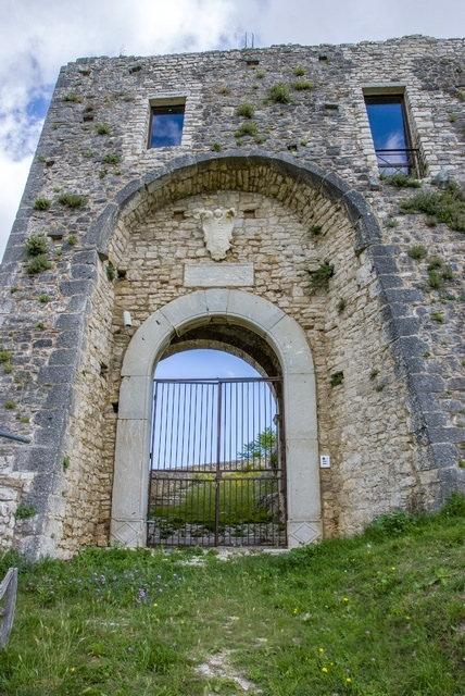 Ingresso del Castello di Castropignano - Ph. Fiore Silvestro Barbato | CCBY-SA2.0