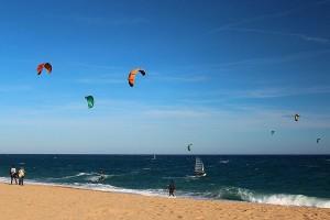 I colorati aquiloni del kitesurfing - Ph. Albert Torello | CCBY-SA2.0
