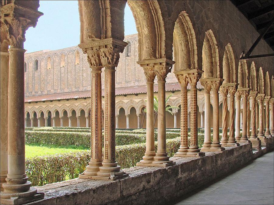 Sicilia - Scorcio del Chiostro dell'antico convento benedettino annesso al Duomo di Monreale (Pa), XII sec. - Ph. Jean-Pierre Dalbéra | CCBY2.0