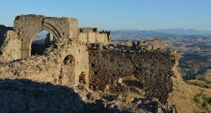 Castello di Uggiano, da sei secoli sentinella del silenzio
