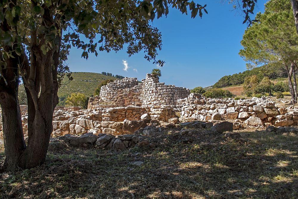 Sardegna - Uno dei nuraghi di Alghero, nei pressi di Porto Conte, Alghero (Sassari) - Ph. Afuresi | CCBY-SA3.0