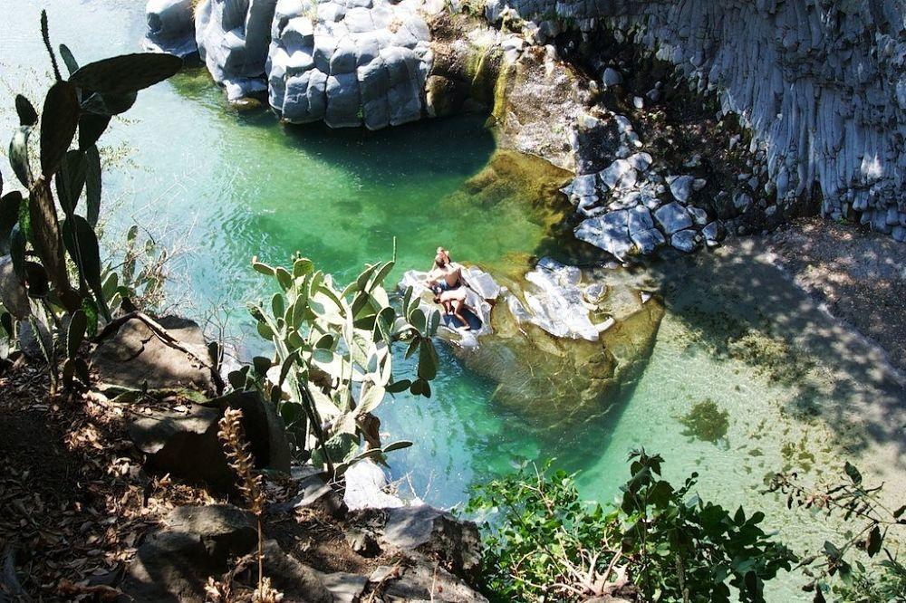 Sicilia - Una delle Gurne dell'Alcantara, laghetto d'acqua fredda nel cuore dell'omonimo parco fluviale regionale - Ph. Antonio Fassina | CCBY-SA2.0