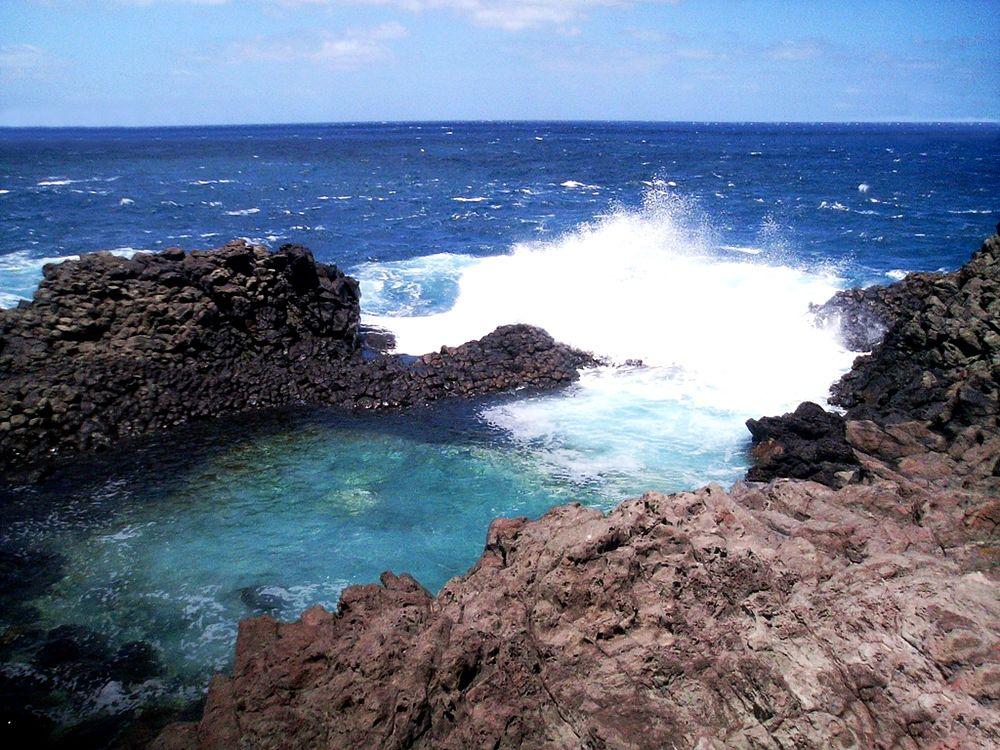 Sicilia - Il Laghetto delle Ondine sulla costa orientale dell'isola di Pantelleria (Trapani) - Ph. Gino Roncaglia | CCBY2.0