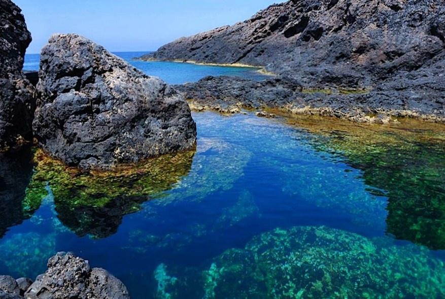 Sicilia - Scorcio della Piscina Naturale di Punta Cavazzi, sull'isola di Ustica (Palermo)