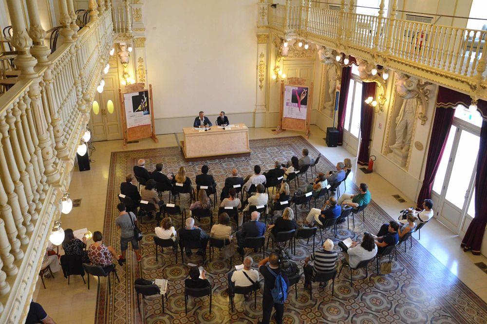 Un momento della conferenza stampa nel foyer del Teatro Petruzzelli, Bari - Ph. Carlo Cofano