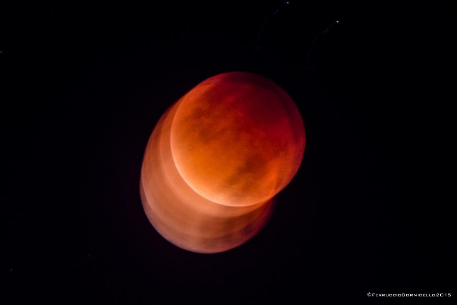 La Superluna rossa o Luna di Sangue con eclissi totale dell'astro, fenomeno osservato da Bari, 28 settembre 2015- Ph. © Ferruccio Cornicello