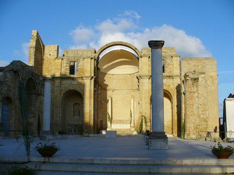 Resti della chiesa matrice di Salemi (Trapani), costruita su un Tempio di Venere - Ph. Leandro Neumann Ciuffo   CCBY2.0