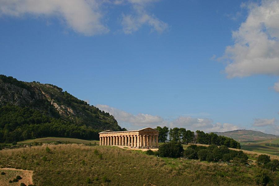 Sicilia - Veduta del tempio di Segesta, Calatafimi (Trapani) - Ph. Pedro Hernandez   CCBY-SA2.0