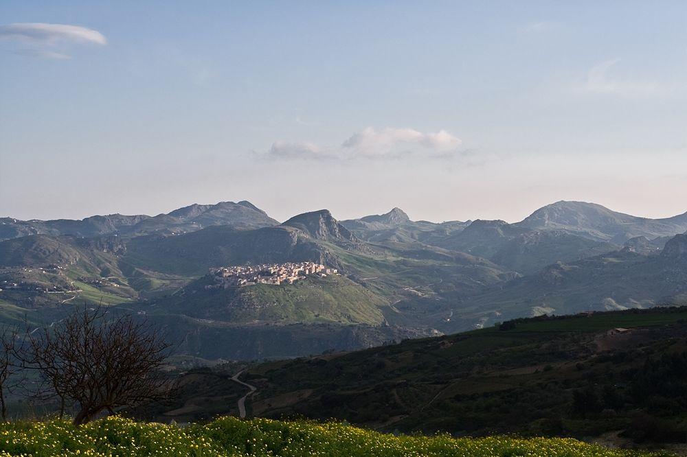 Sicilia - Veduta di Sant'Angelo Muxaro (Agrigento) - Ph. Carlo Columba | CCBY-SA2.0