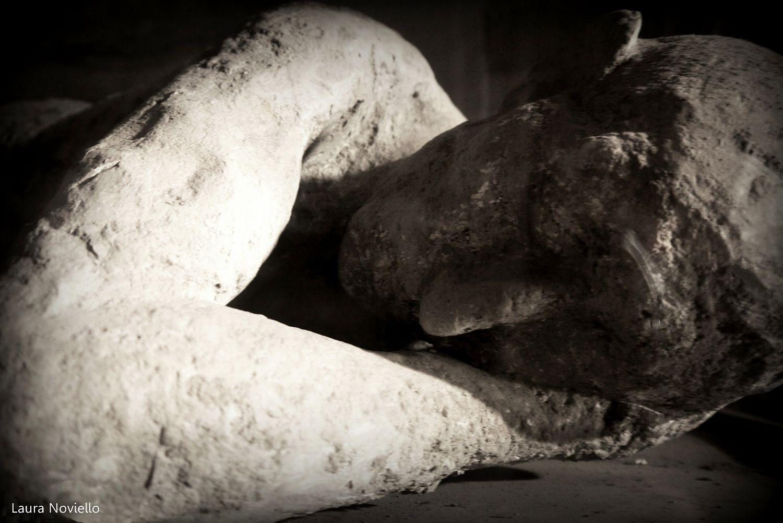 Calco di una delle vittime dell'eruzione che distrusse Pompei - Ph. © Laura Noviello
