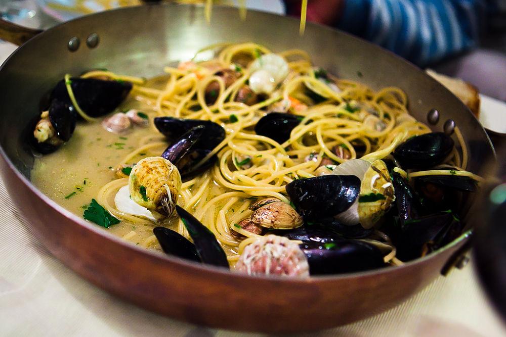 Puglia - Spaghetti con cozze e vongole - Ph. Caspar Diederik | CCBY-ND2.0