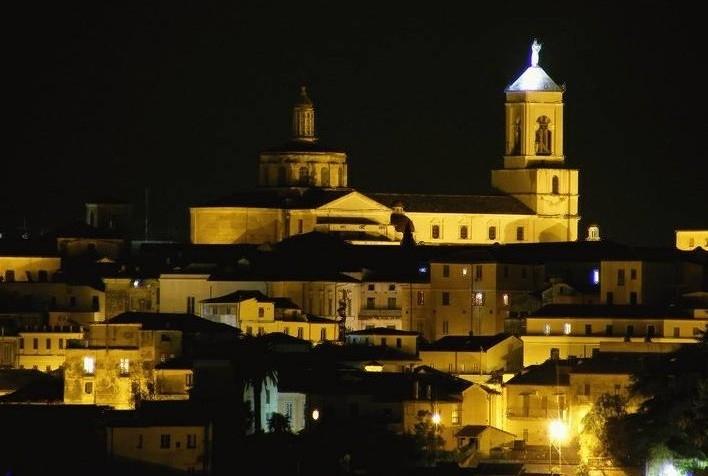 Calabria - Veduta notturna di Catanzaro - Ph. Igea | Public domain