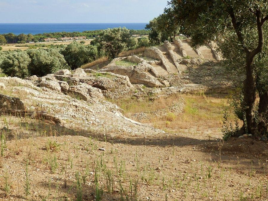 Resti dell'anfiteatro a Scolacium - Ph. Michel Vincenzo | CCBY-SA4.0