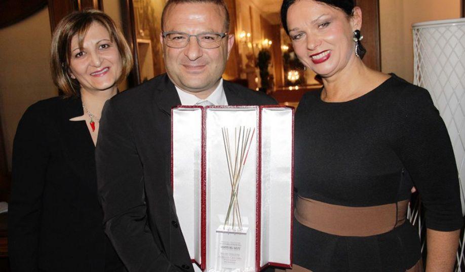 Luigi Caccamo con la moglie Graziella e la giornalista lituana Jurgita Jurkeviciene (a destra)