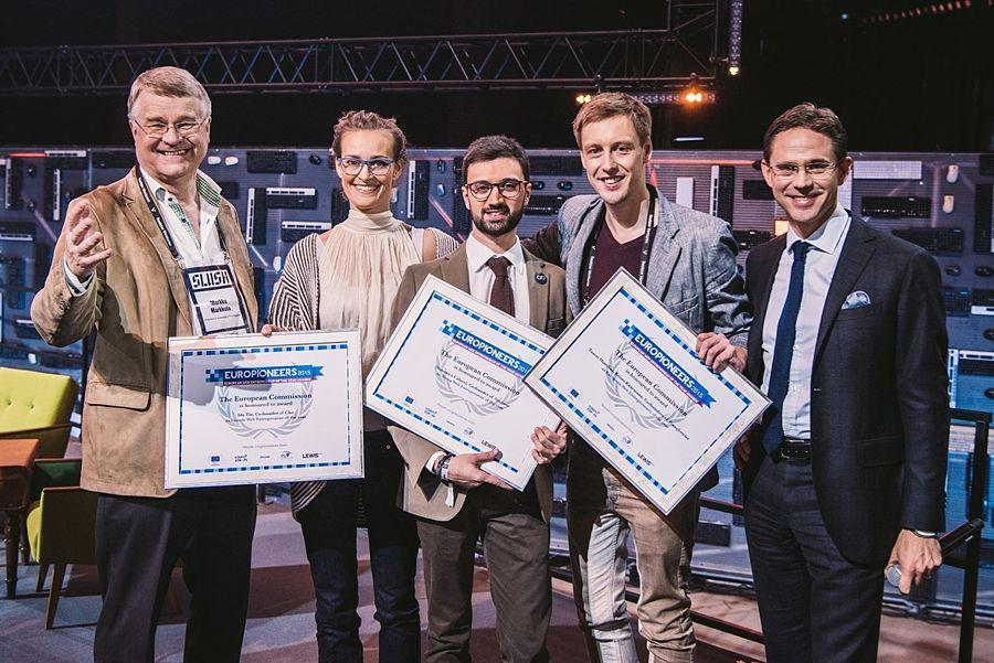 Domenico Colucci (al centro) premiato agli Europioneers Awards 2015 di Helsinki come miglior giovane imprenditore web dell'anno