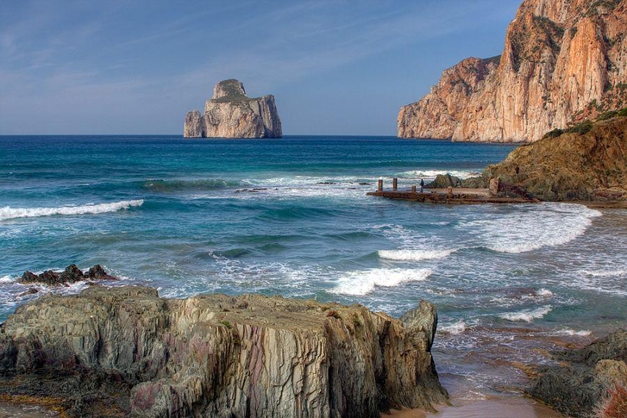 Il Pan di Zucchero visto dalla spiaggia di Masua (Iglesias) - Ph. Roberto Ferrari | CCBY-SA2.0