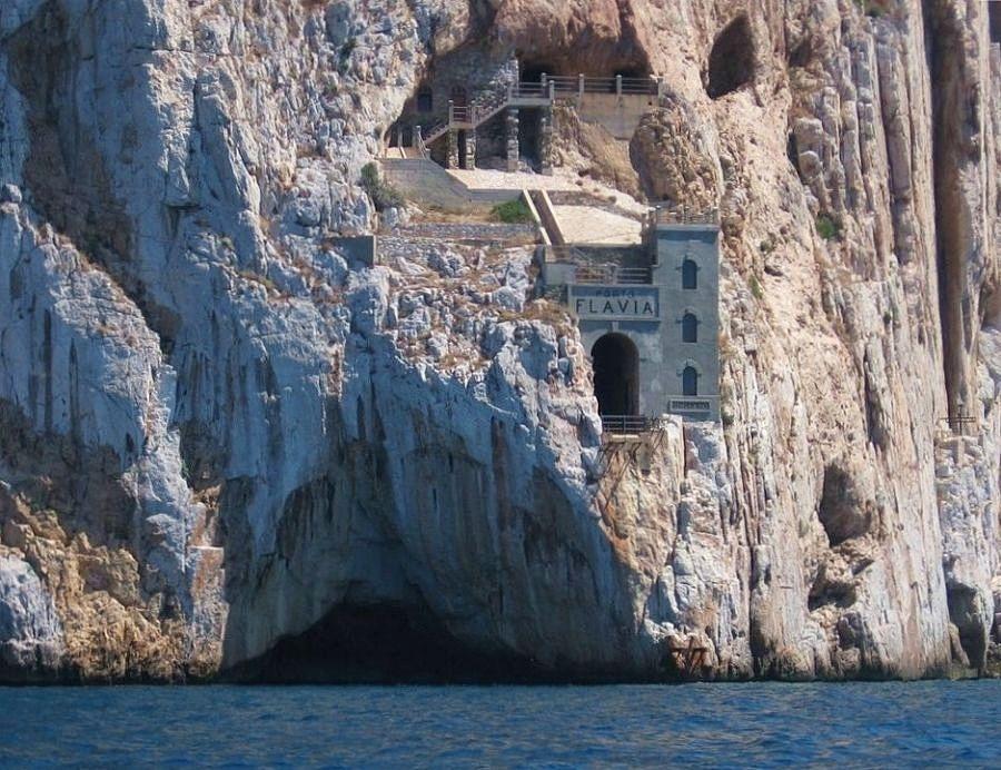 Sardegna - Vista dal mare dello spettacolare strapiombo di Porto Falvia, Masua (Iglesias) - Ph. courtesy Ilde Noseda