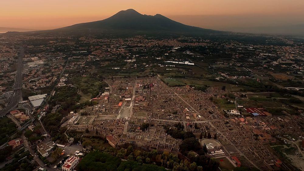 """Un frame dal corto """"Pompei, eternal emotion"""", regia di Pappi Corsicato"""