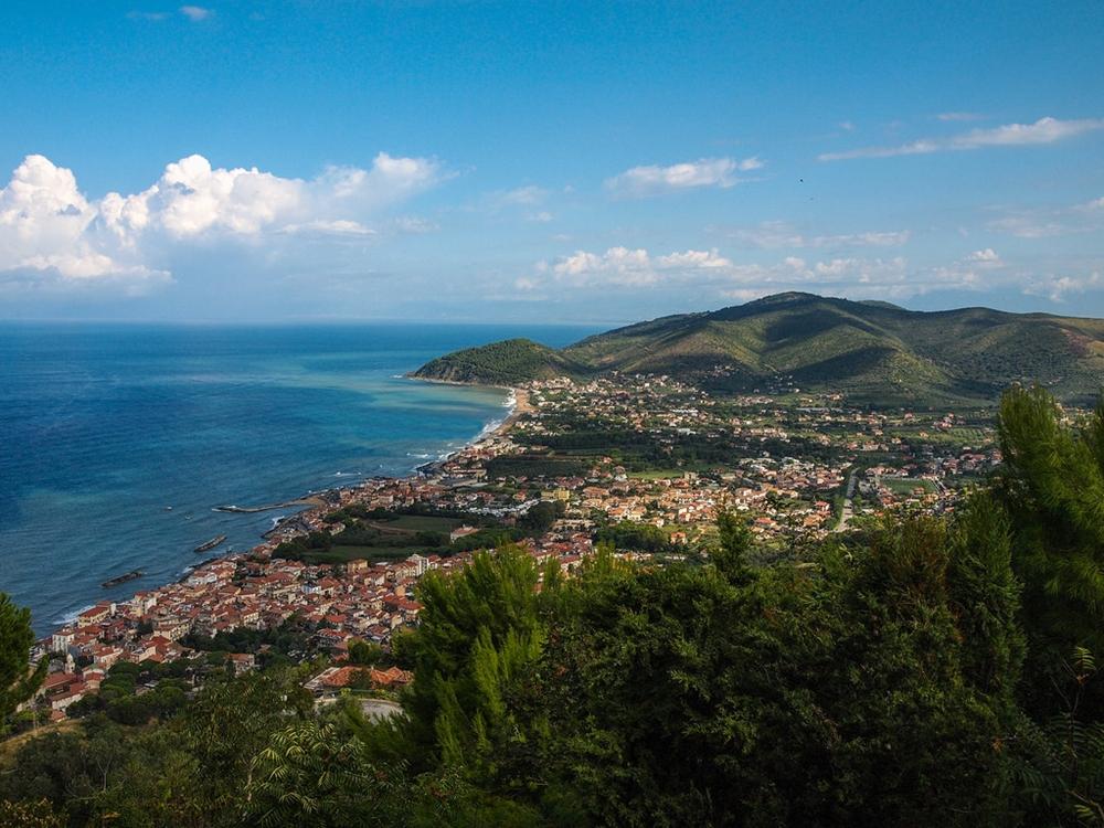 Campania - La costa cilentana dal belvedere di Castellabate (Salerno) - Ph. Paul Barker Hemings | CCBY-SA2.0