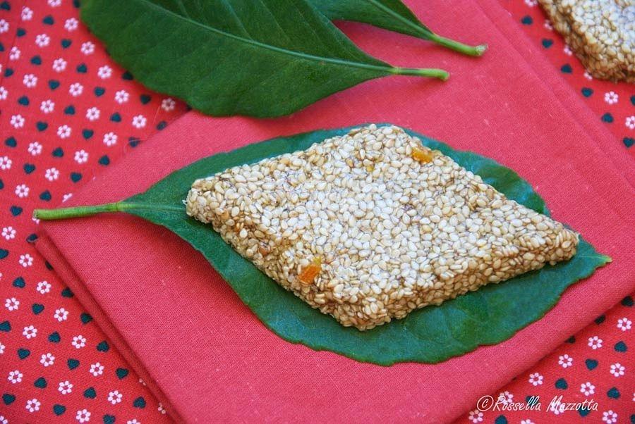 Giurgiulena, il dolce calabrese a base di semi di sesamo - Ph. © Rossella Mazzotta