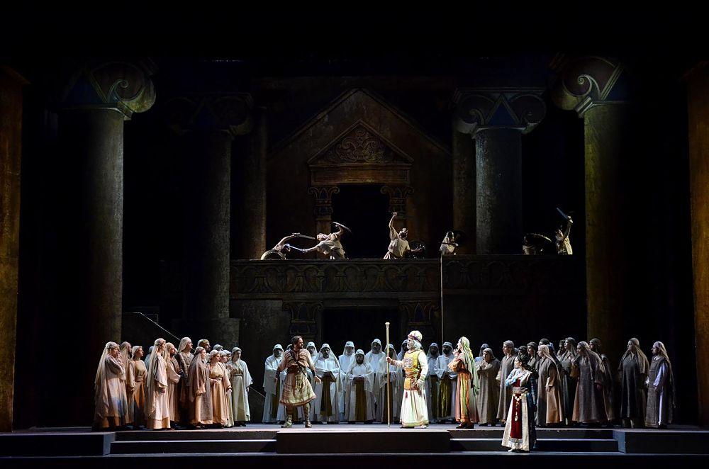Puglia - Immagine di scena del Nabucco di Verdi, in scena al Teatro Petruzzelli, Bari - Ph. Carlo Cofano