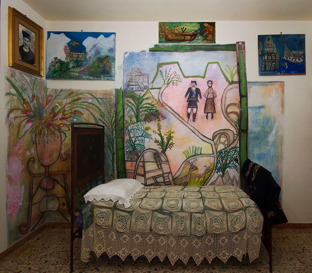 Scorcio della camera da letto di Bonaria Manca - Ph. Paola Manca