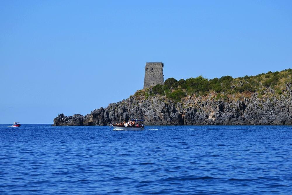 Antica torre di avvistamento sulla costa cilentana - Ph. © Michele Natale
