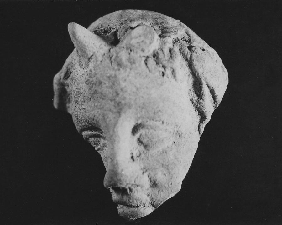 5. Mascherina fittile raffigurante il volto del dio Esaro bambino