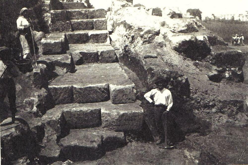 Operai impegnati nello scavo delle mura di Hipponion, 1910-20 - Ph. Rosario Carta