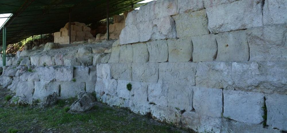Calabria - Tratto delle mura greche di Hipponion, Vibo Valentia - Ph. Wilfrid Hauffman