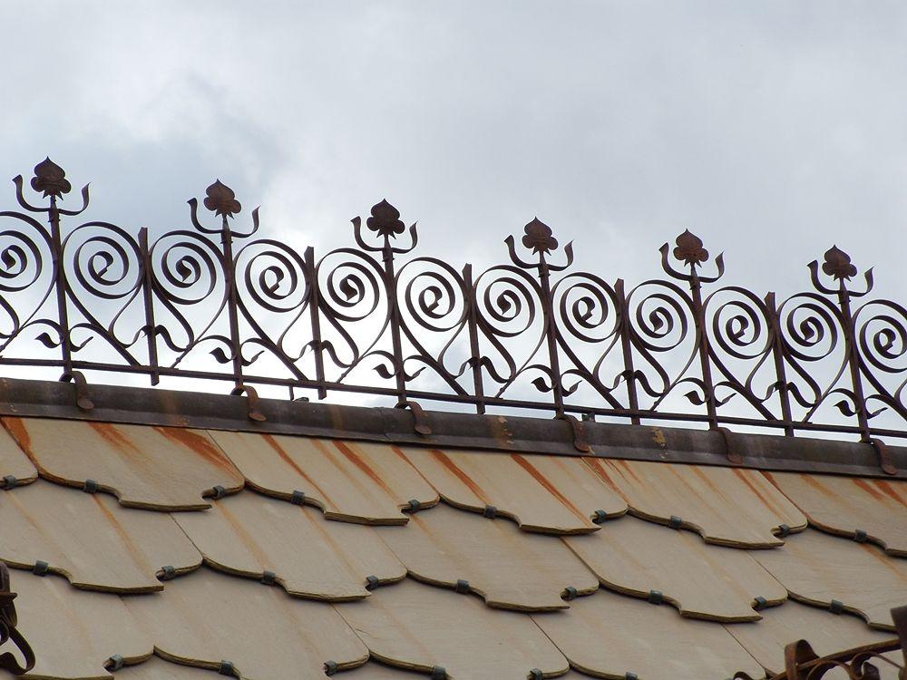 Uno degli inserti in ferro battuto che decorano il Villino Florio, XX sec., Palermo - Ph. Siciliarch | CCBY-SA3.0