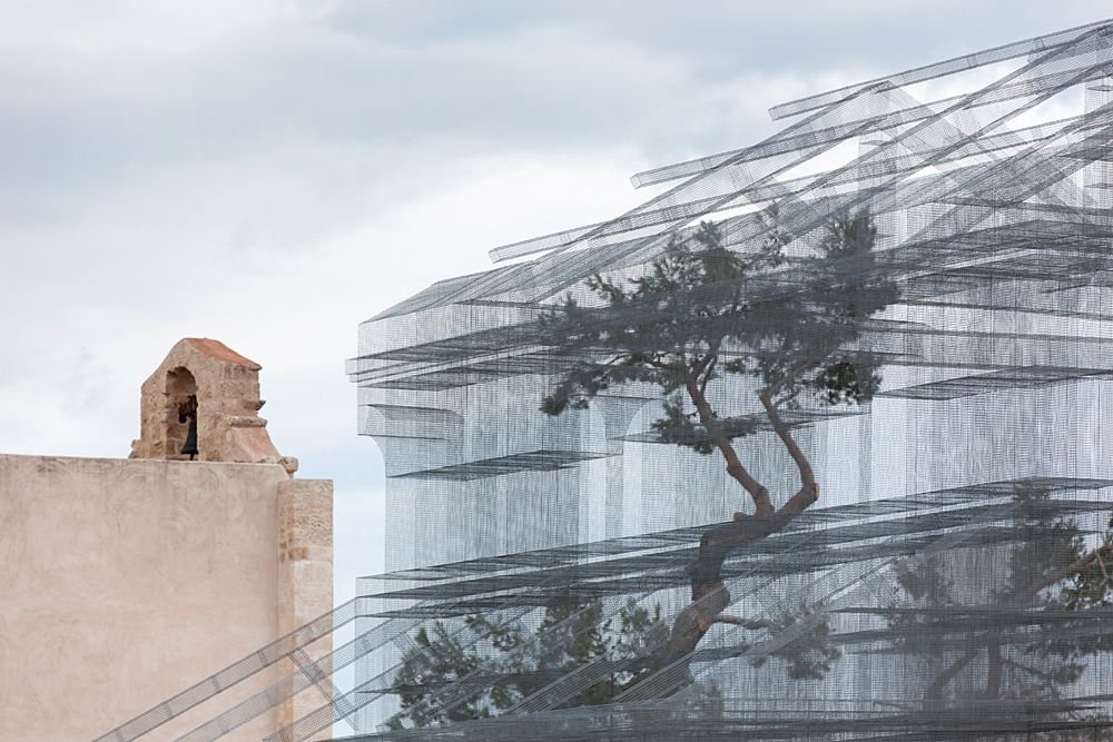 Particolare della Basilica Paleocristiana di Edoardo Tresoldi e della chiesa di S. Maria Maggiore di Siponto, Manfredonia (Fg) - Ph.  © Blindeyefactory
