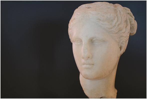 Testa femminile in marmo, V sec. a.C., Museo Archeologico di Taranto - Ph. MArTA