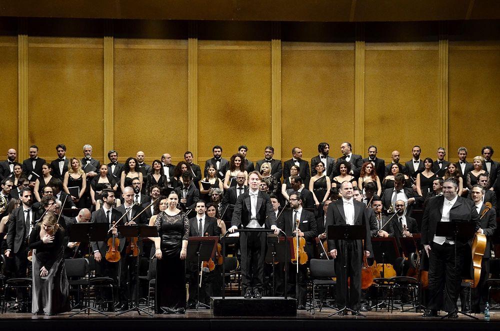 Stabat Mater di Antonin Dvořák, ringraziamenti finali, Teatro Petruzzelli - Ph. Carlo Cofano