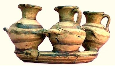 Anello (kernos) con recipienti per acqua miniaturistici (hydriskai), VII sec. a.C., Museo della Sibaritide