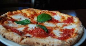 Napoli gastronomica: storie di pizze e zoffritto raccontate da un gourmet romano-teutonico