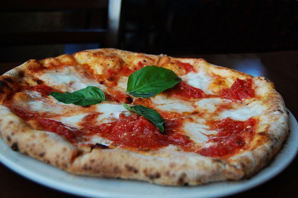 Pizza Margherita napoletana - Ph. Stu Spivak| CCBY-SA2.0
