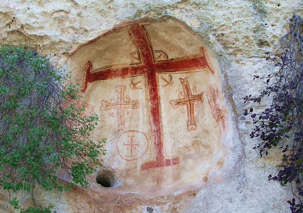 Il foro gnominico all'esterno della Chiesa rupestra di San Nicola a Casalrotto, Mottola (Taranto)