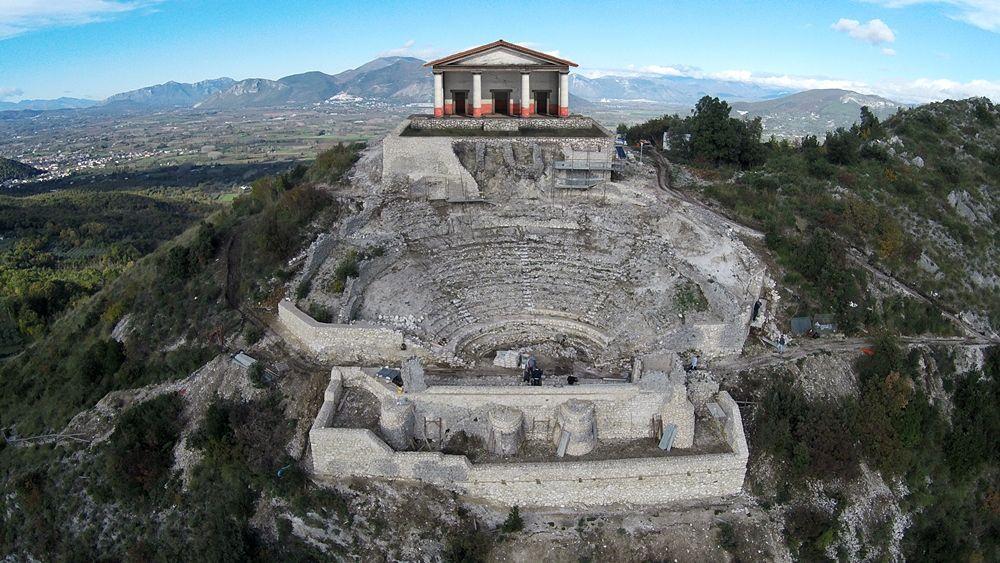 Campania - Complesso Teatro-Tempio sul monte San Nicola, Pietravairano (Caserta), con proposta ricostruttiva del Tempio - Ph. Università del Salento