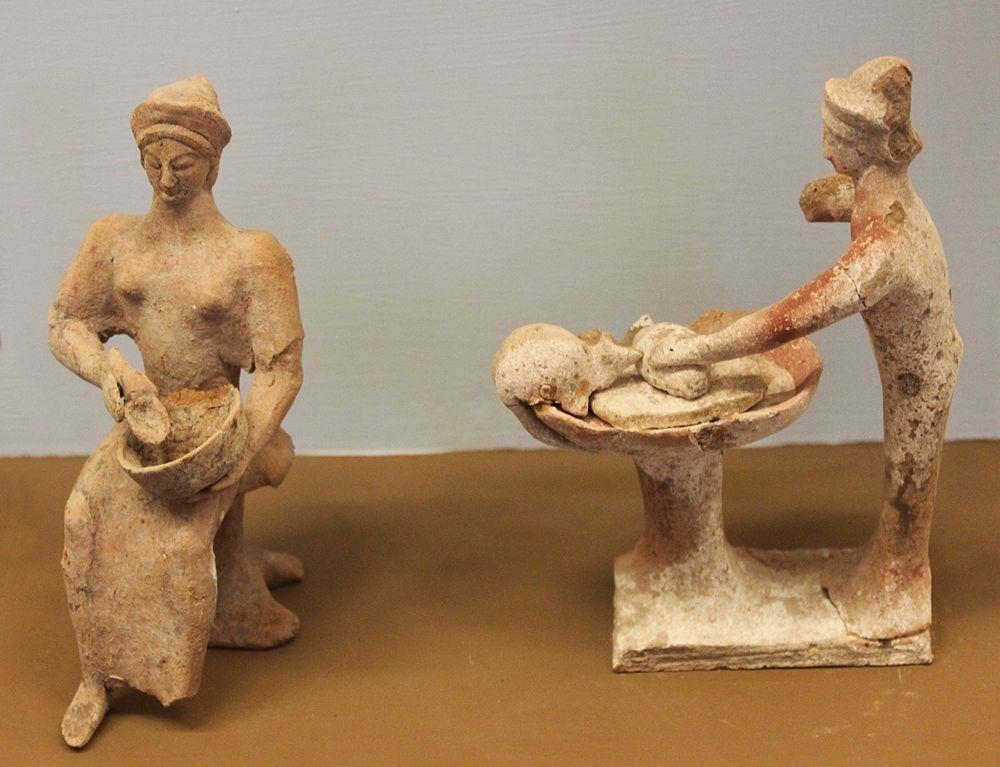 Statuette greche con scene di attività legate alla cucina - Ph. ArcheoCuisine