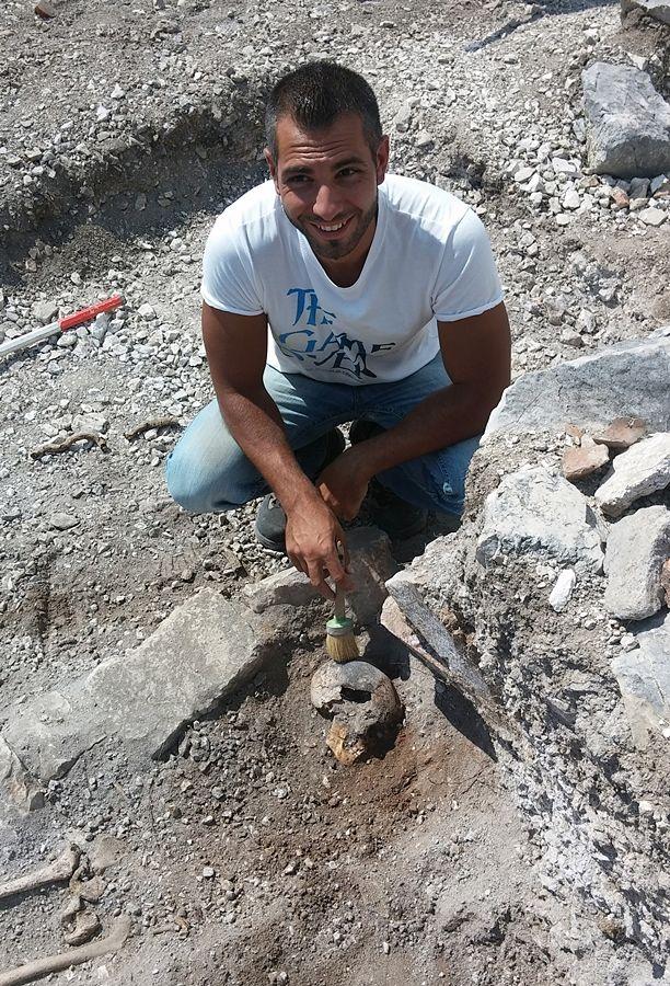 L'archeologo Dario Panariti a Monte San Nicola, Pietravairano (Caserta)