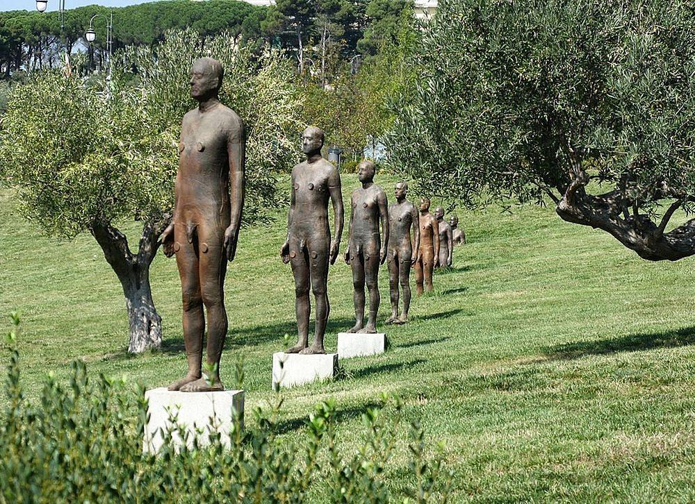 Calabria - Seven Times, opera di Antony Gormley (2006), Parco della Biodiversità Mediterranea, Catanzaro - Ph. Mikuzz | CCBY2.0