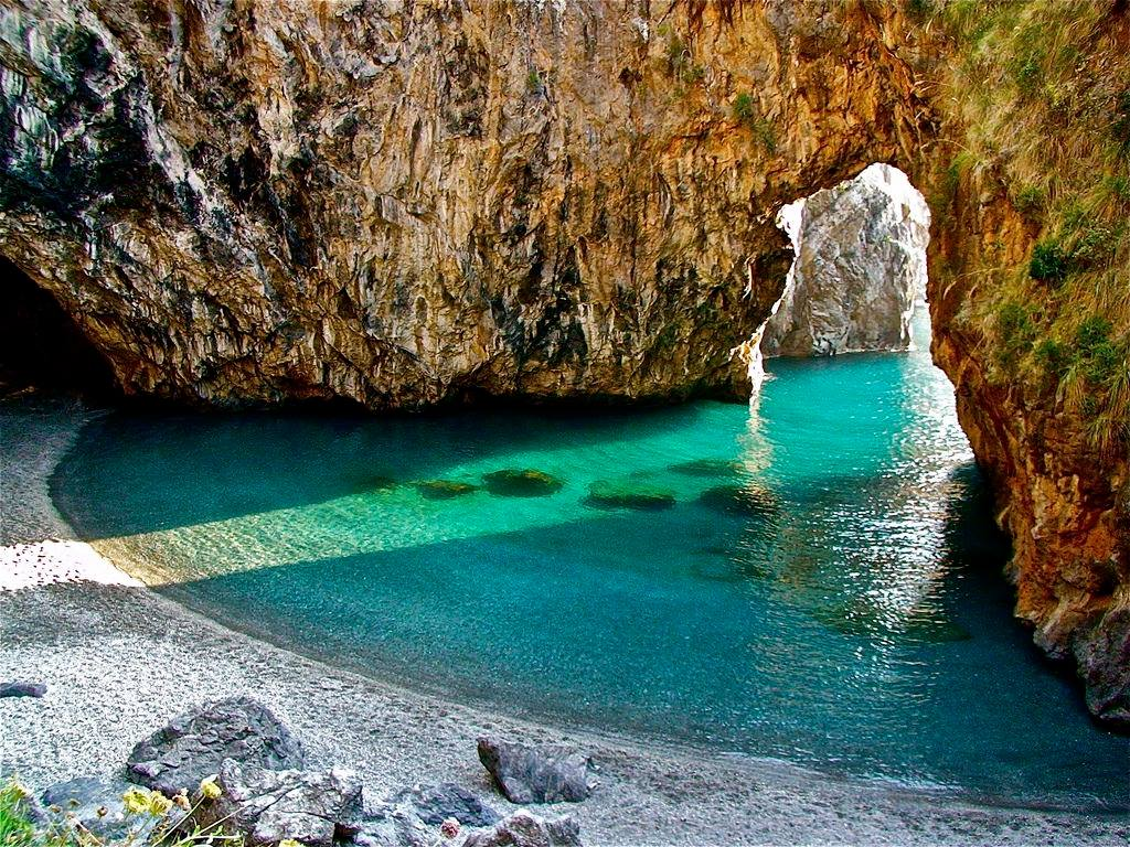 Calabria - Una straordinaria immagine della caletta dell'Arcomagno, lungo la costa di S. Nicola Arcella - Ph. © Stefano Contin