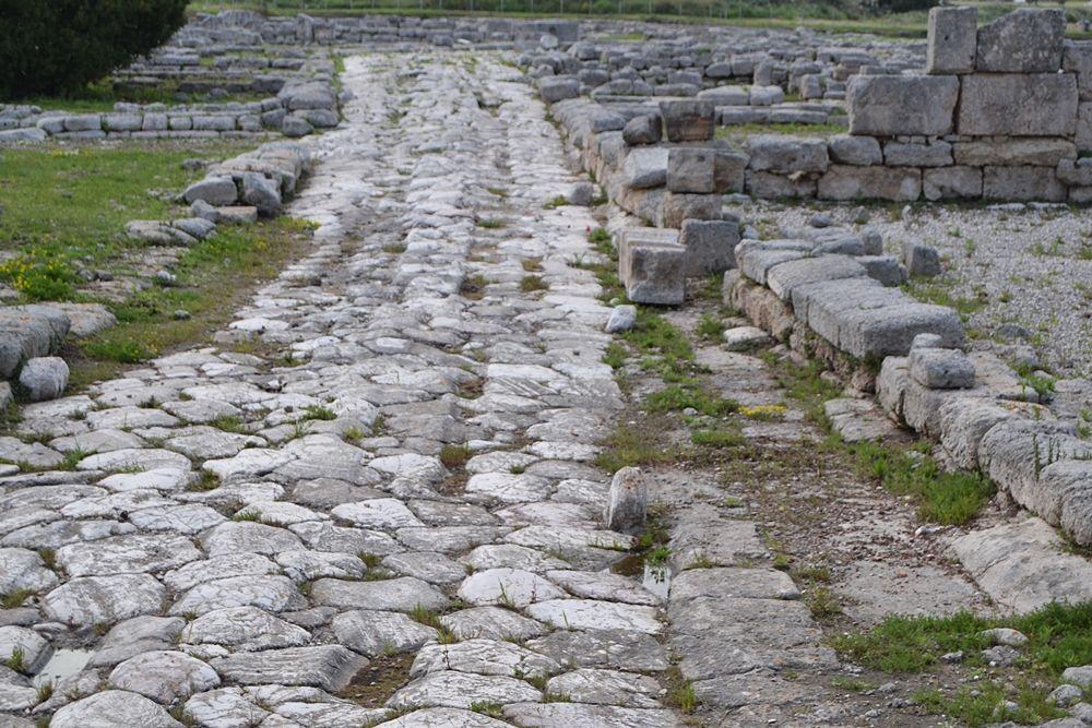 Un tratto della Via Traiana, l'antica strada romana che attraversava Egnazia - Ph. © Michele Natale