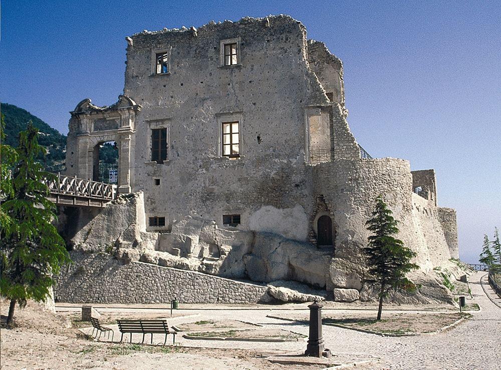 Resti del Castello della Valle, XIII sec., Fiumefreddo Bruzio (Cosenza) - Ph. Comune di Fiumefreddo Bruzio