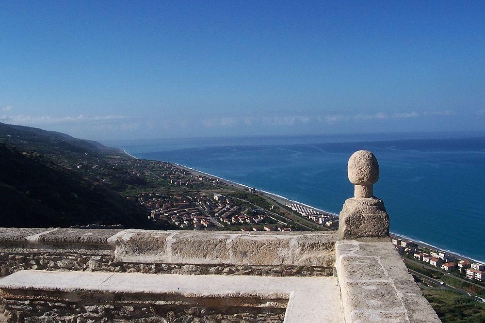 Veduta del Mar Tirreno dal Largo Torretta, Fiumefreddo Bruzio (Cosenza) - Ph. Comune di Fiumefreddo Bruzio