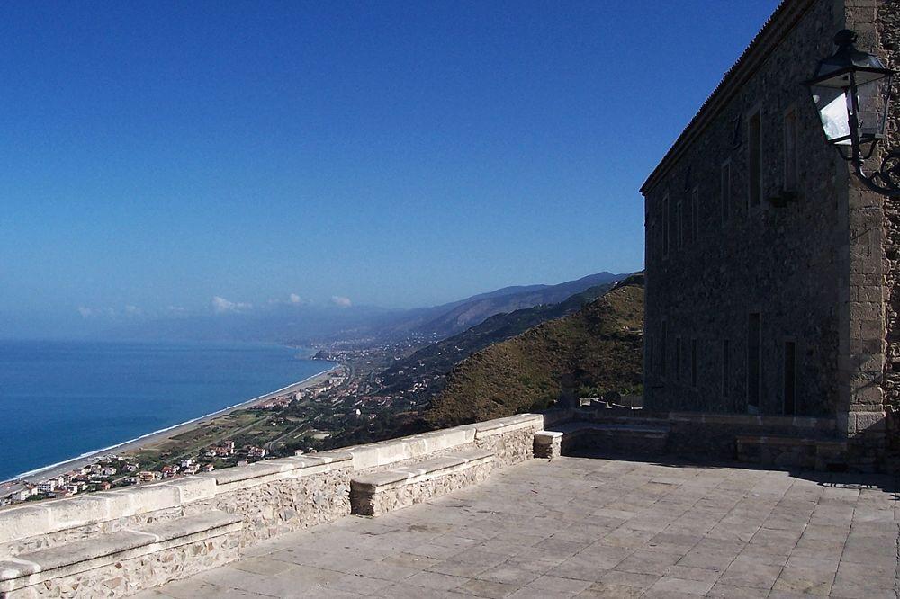 Calabria - Scorcio di Fiumefreddo Bruzio (Cosenza) e del Mar Tirreno dalla Torretta - Ph. Comune di Fiumefreddo