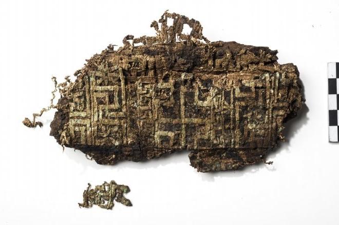 Un altro frammento del tessuto ricamato ritrovato ad Herdonia - Fonte: Mibact