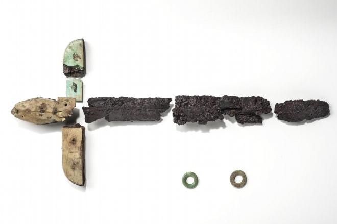 Spada in ferro con impugnatura in avorio, da Herdonia, IV sec. a.C. - Fonte: Mibact